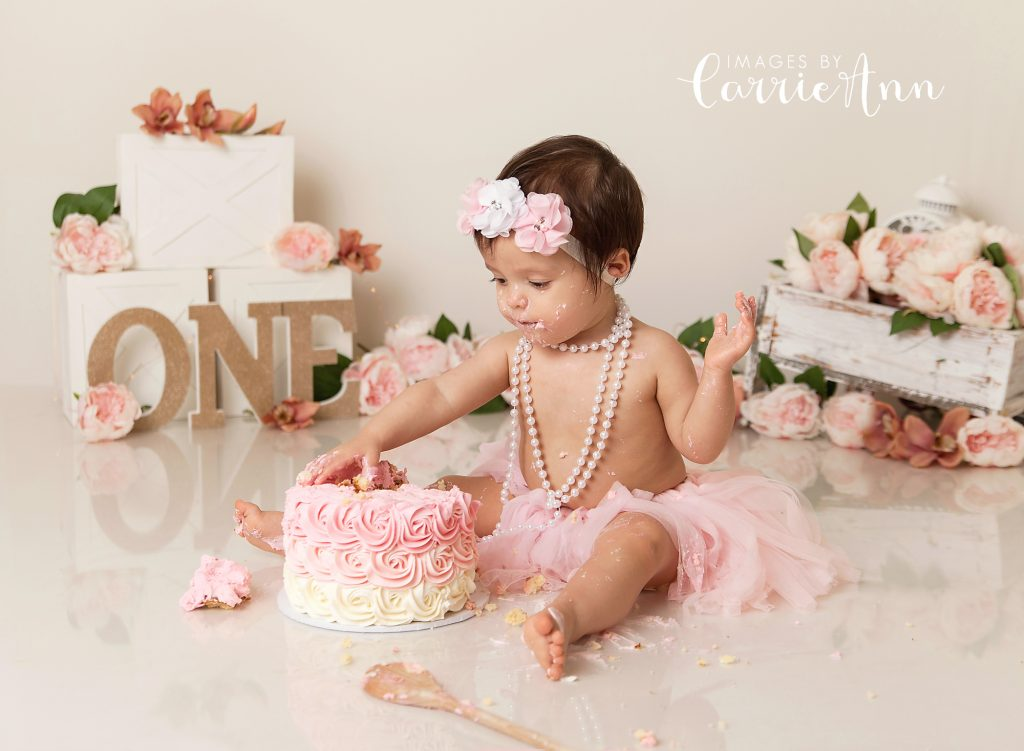 Girl cake smash with pink flowers
