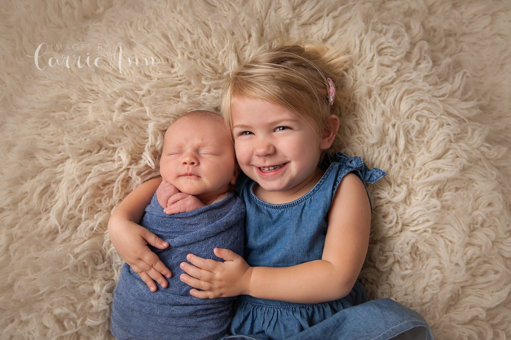 sibling photo with 3 year old sister and newborn brother